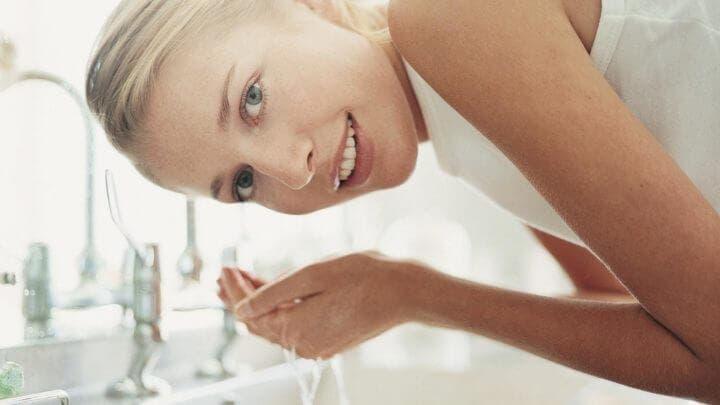 Beneficios de la exfoliación para las personas con acné