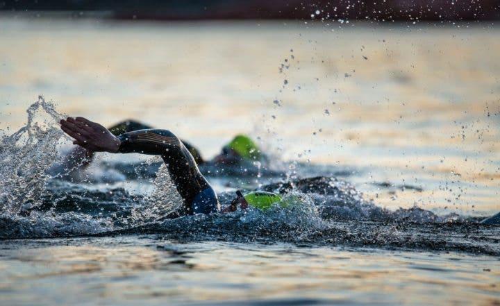 ¿En que consiste la prueba de natación de un Ironman?
