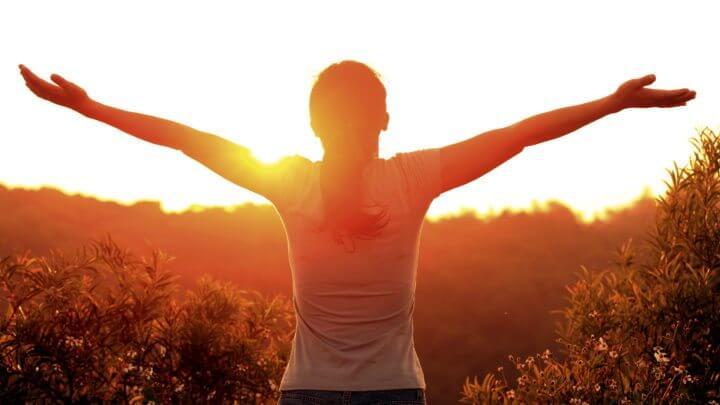 Beneficios laborales de tomar sol en las mañanas