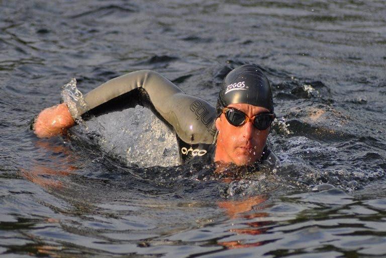Superar prueba de nado de un Ironman