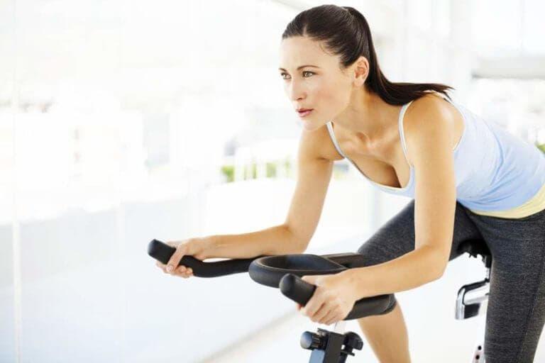 ¿Qué ejercicios hacen perder grasa más rápido?