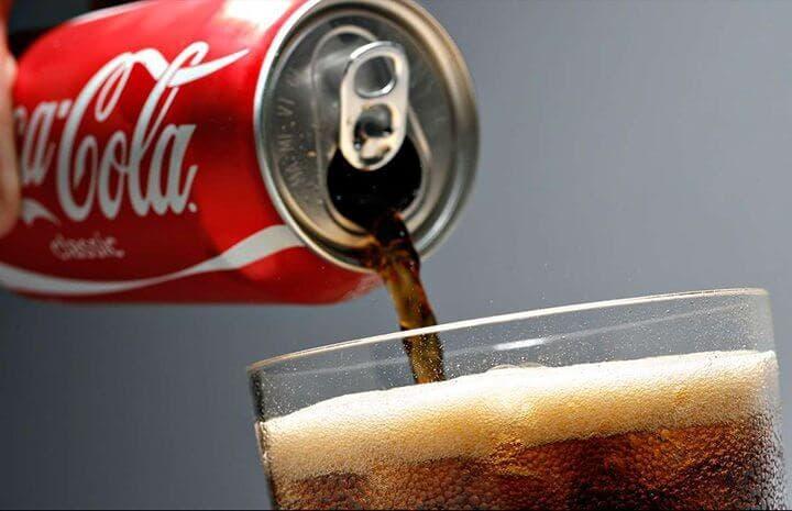 Los refrescos contienen altas cantidades de azúcar