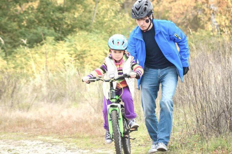 5 errores a evitar cuando enseñas a alguien a montar en bicicleta
