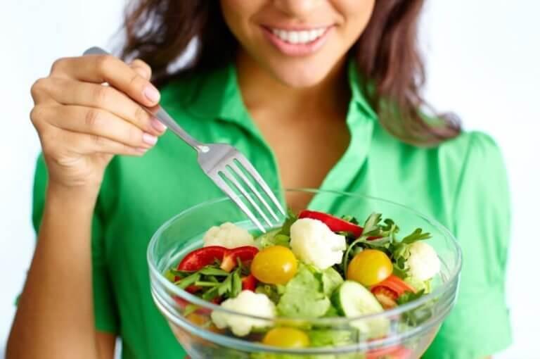 Comer verduras de forma apetitosa