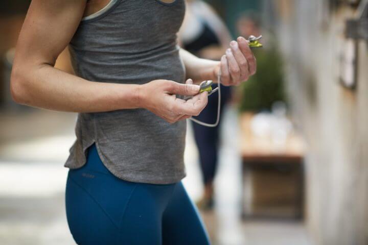 Auriculares inalámbricos para personas que hacen deporte