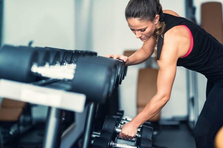 Beneficios del entrenamiento con pesas en mujeres