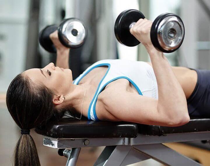 Las pesas ayudan a controlar la salud cardiaca