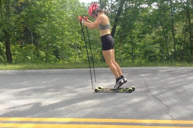 Cómo mejorar la técnica del doble bastón en esquí de fondo.