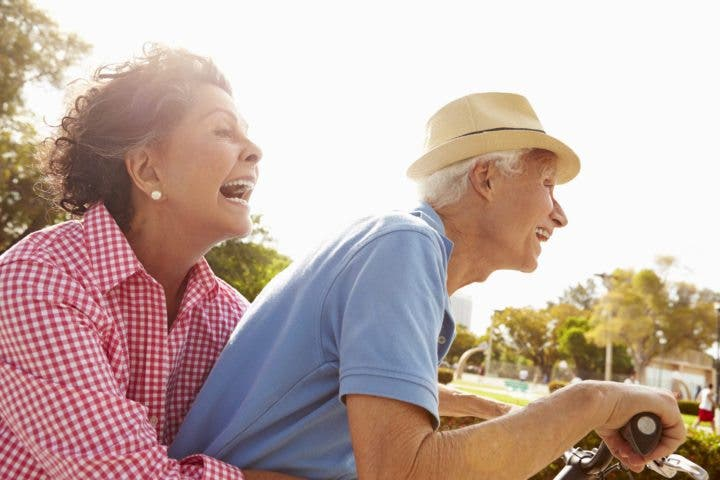 Beneficios de actuar y pensar como una persona mayor