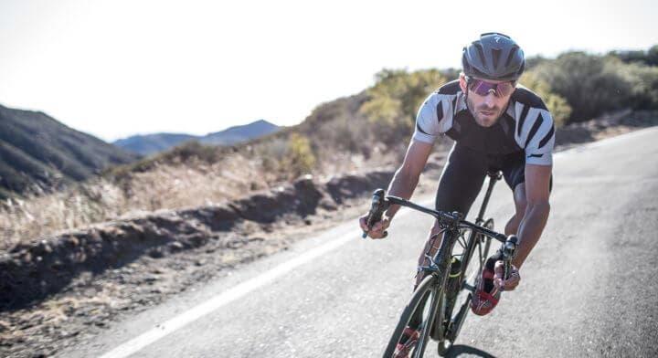 Mirada cómoda para andar en bicicleta
