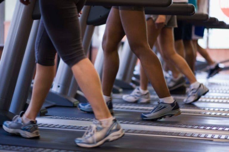 Cómo realizar una transición segura de la cinta de correr al trail running