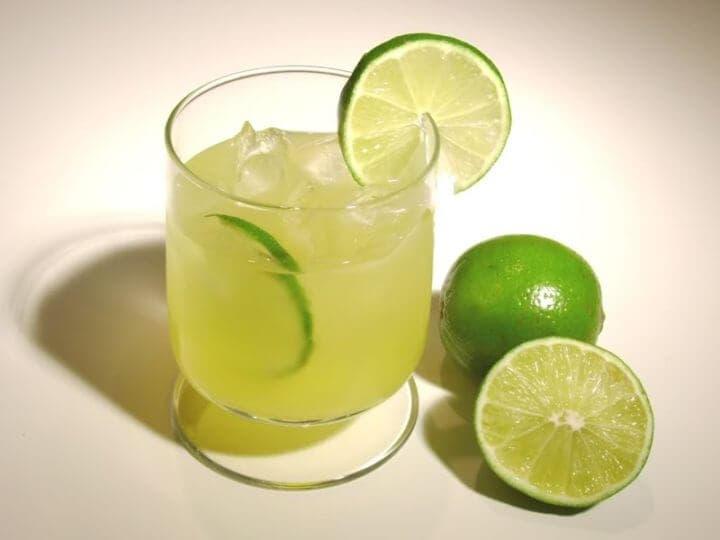 Cómo hacer una limonada baja de azúcar