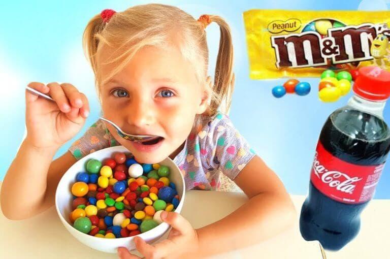 Los peligros de la publicidad de la industria alimentaria para los más pequeños
