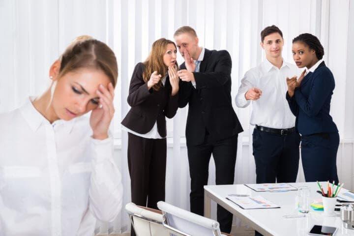 Los chismes pueden arruinar tu carrera profesional