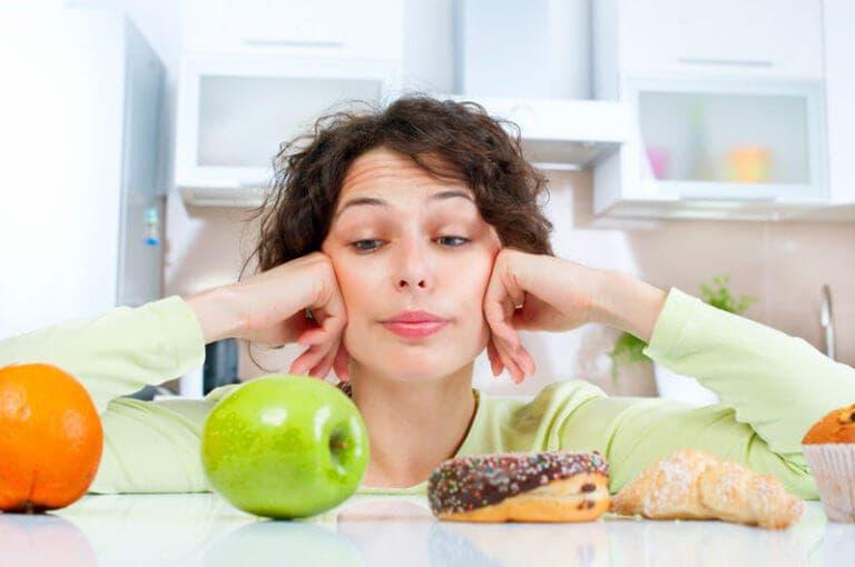 3 pensamientos negativos relacionados con la comida que debes eliminar