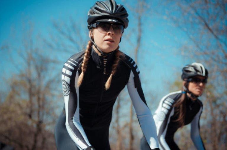 4 errores que cometes al lavar tu ropa de ciclismo