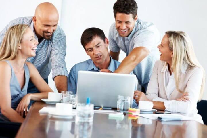Rodearse de personas apasionadas para mejorar tu motivación laboral