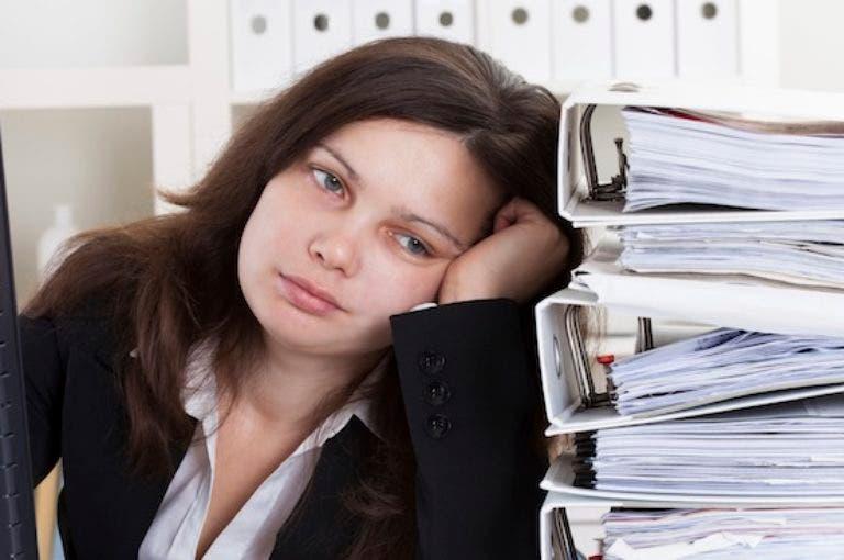 Los 4 hábitos que perjudican tu rendimiento en el trabajo