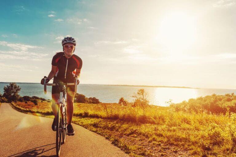 5 consejos para los ciclistas que buscan protegerse del sol