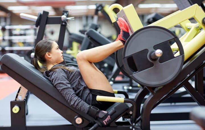 Ejercicios que fortalecen las rodillas a ciclistas