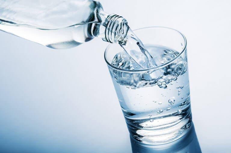 Beneficios y riesgos del ayuno con agua