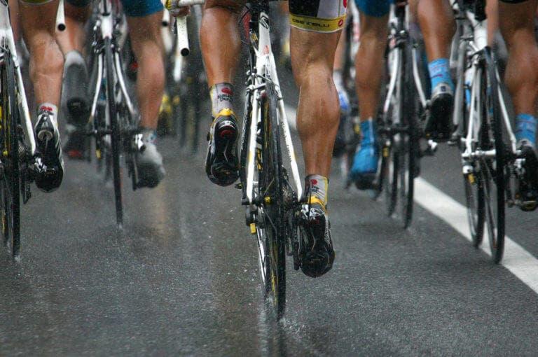 Qué hacer si te coge una tormenta en medio de una ruta ciclista