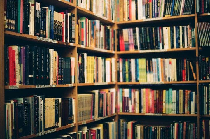 Elige un libro de tu biblioteca para ser más productivo