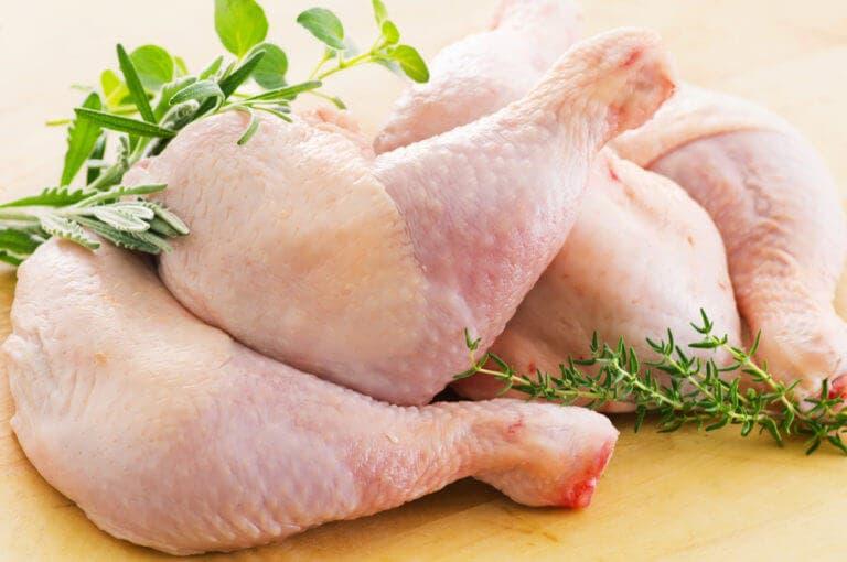 ¿cuánta proteína hay en las diferentes partes del pollo?