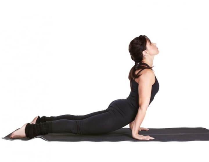 Practicar poses de Yoga para vivir el presente