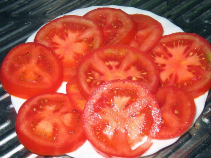 Desayuna con tomate y ensalada de huevo