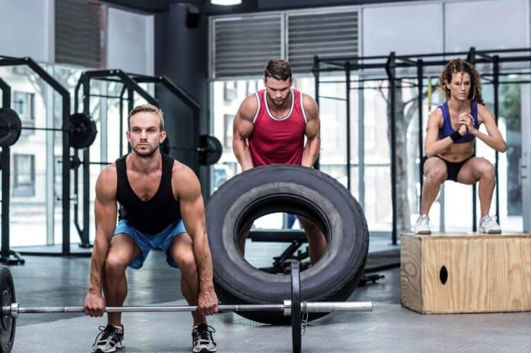 5 maneras fáciles de añadir el cardio a tu rutina de pesas