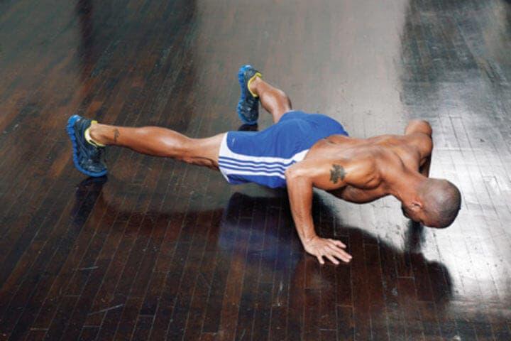 Burpees con flexión y piernas separadas