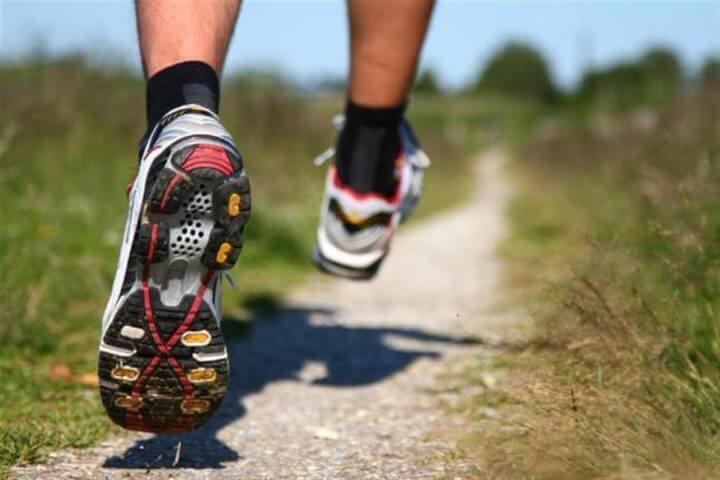 Cómo correr más rápido al competir en trail running