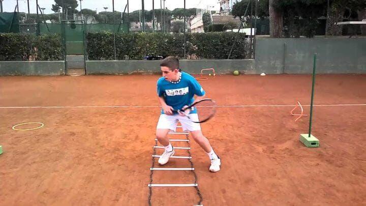 Ejercicios de velocidad para tenistas con escalera de agilidad