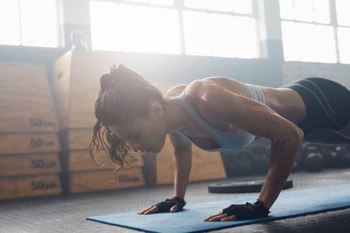 Tonificar músculos haciendo burpees