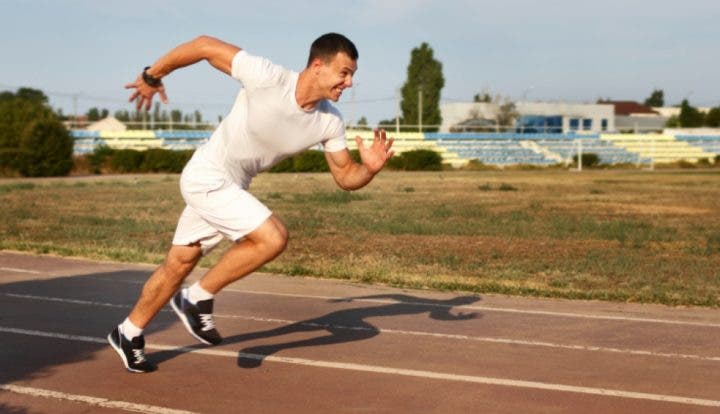 Entrenamiento HIIT en pista de atletismo
