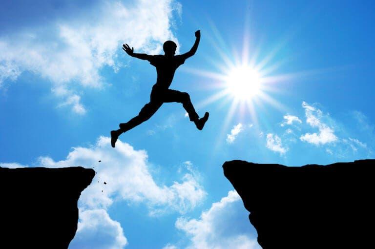 Los 2 pasos que necesitas seguir para superar el miedo y pasar a la acción