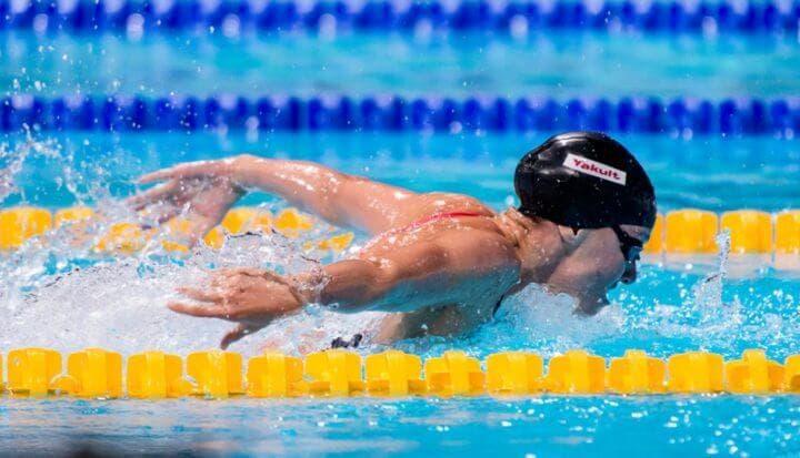 Entrenamiento HIIT en piscina de natación