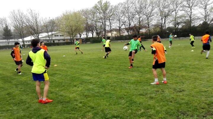 Entrenar los pases estáticos en fútbol