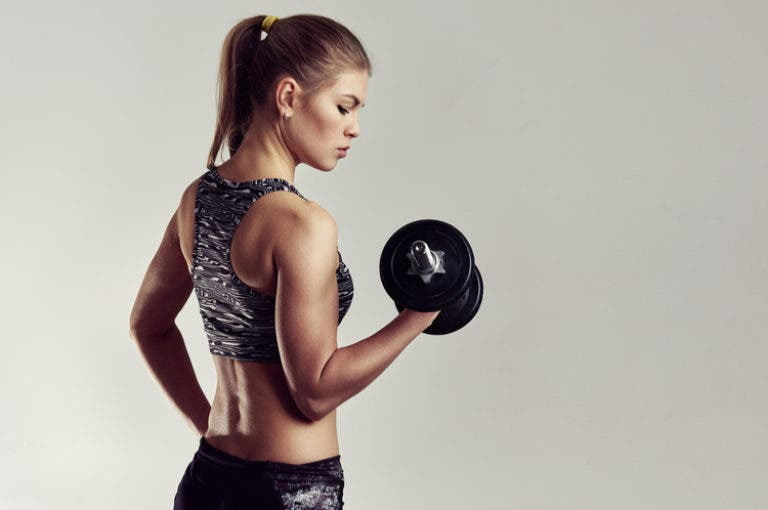 La rutina de brazos que puedes hacer en 10 minutos