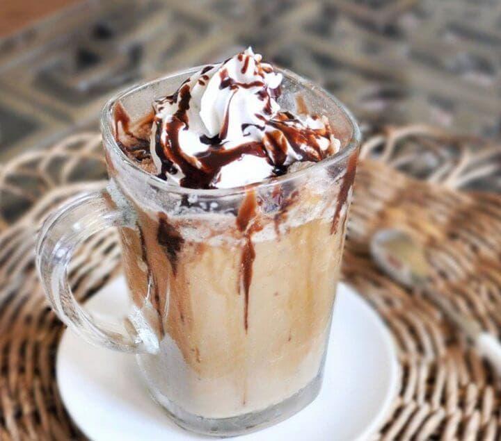 Cómo crear un frapuccino bajo en calorías