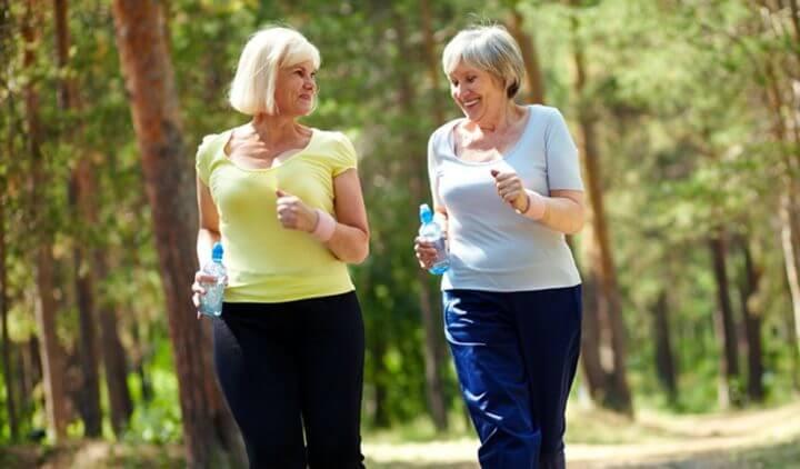 Cómo cambia la sensación de sed durante la vejez
