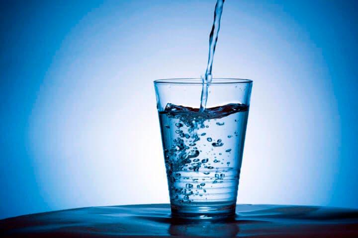Beber agua aumenta la predisposición a comer verduras