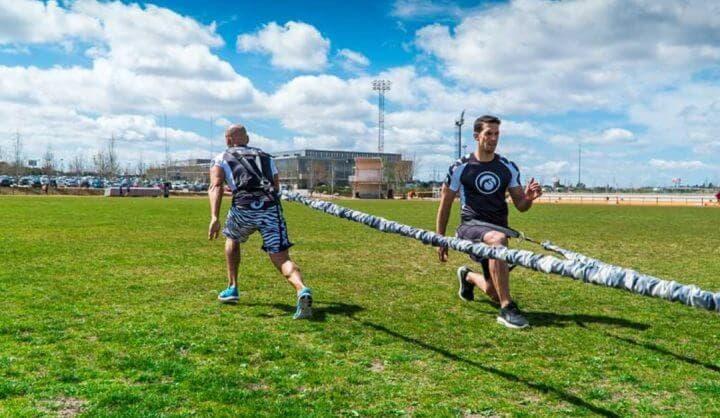 Ejercicios de velocidad con bandas elásticas de fútbol