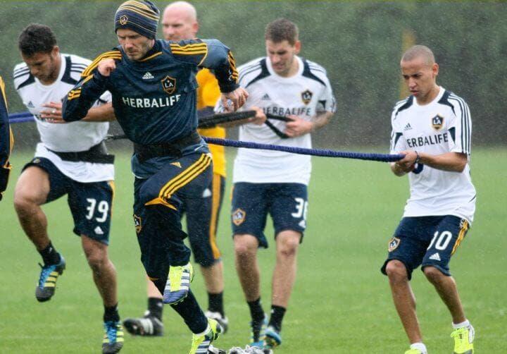 Ejercicios de resistencia vigorosos para futbolistas