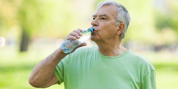 Necesidades de hidratación de personas deportistas en la tercera edad