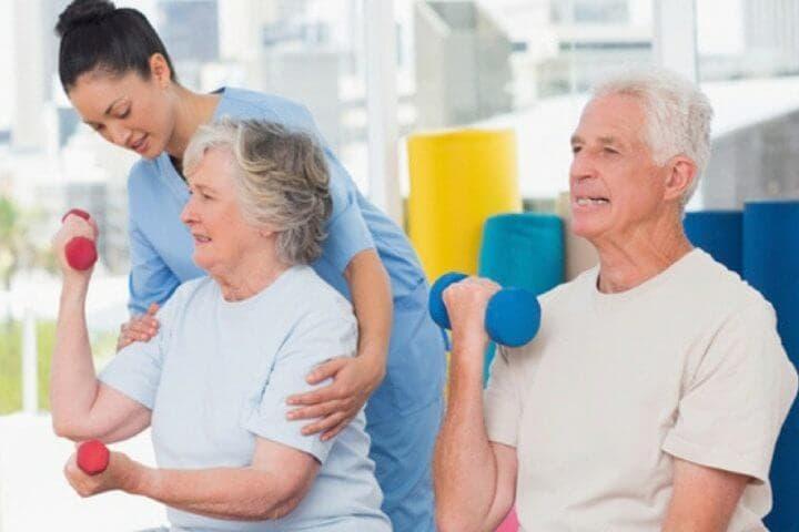 Cómo cambia la hidratación en personas ancianas