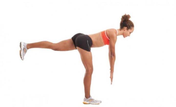 peso muerto a una pierna para tener glúteos en forma