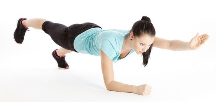 ¿Cómo tener unos abdominales fuertes con planchas?