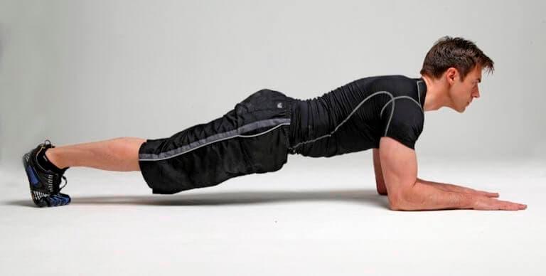 5 formas de hacer planchas para fortalecer el core